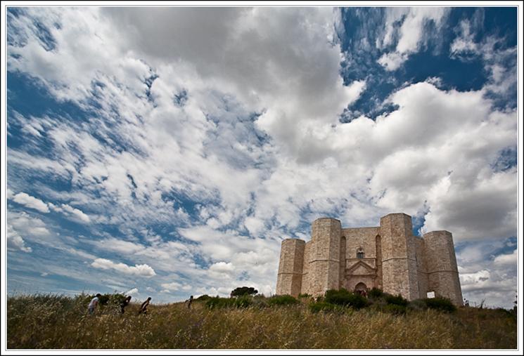 Castel del monte tra esoterismo e storia stupor mundi for Costruzione scantinato di scantinati