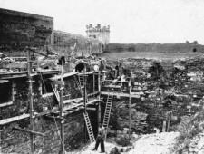 Interno del Palatium federiciano, angolo sud, lavori di integrazione e ricostruzione 1948